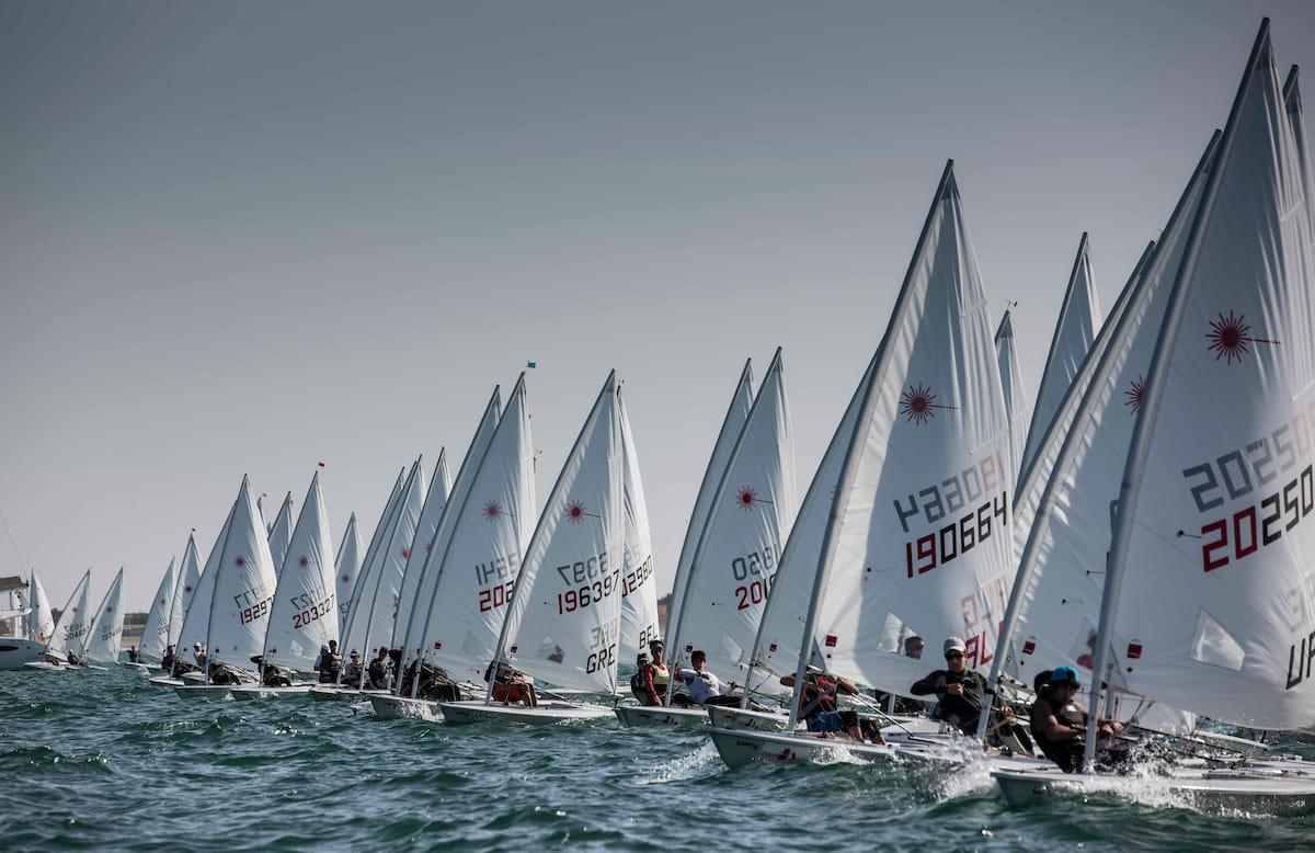 عُمان للإبحار تفوز باستضافة بطولة العالم لقوارب الراديال 2021 بالمدينة الرياضية بالمصنعة